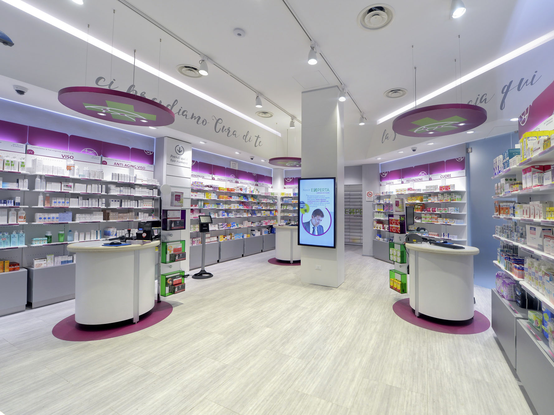 Experta flagship store