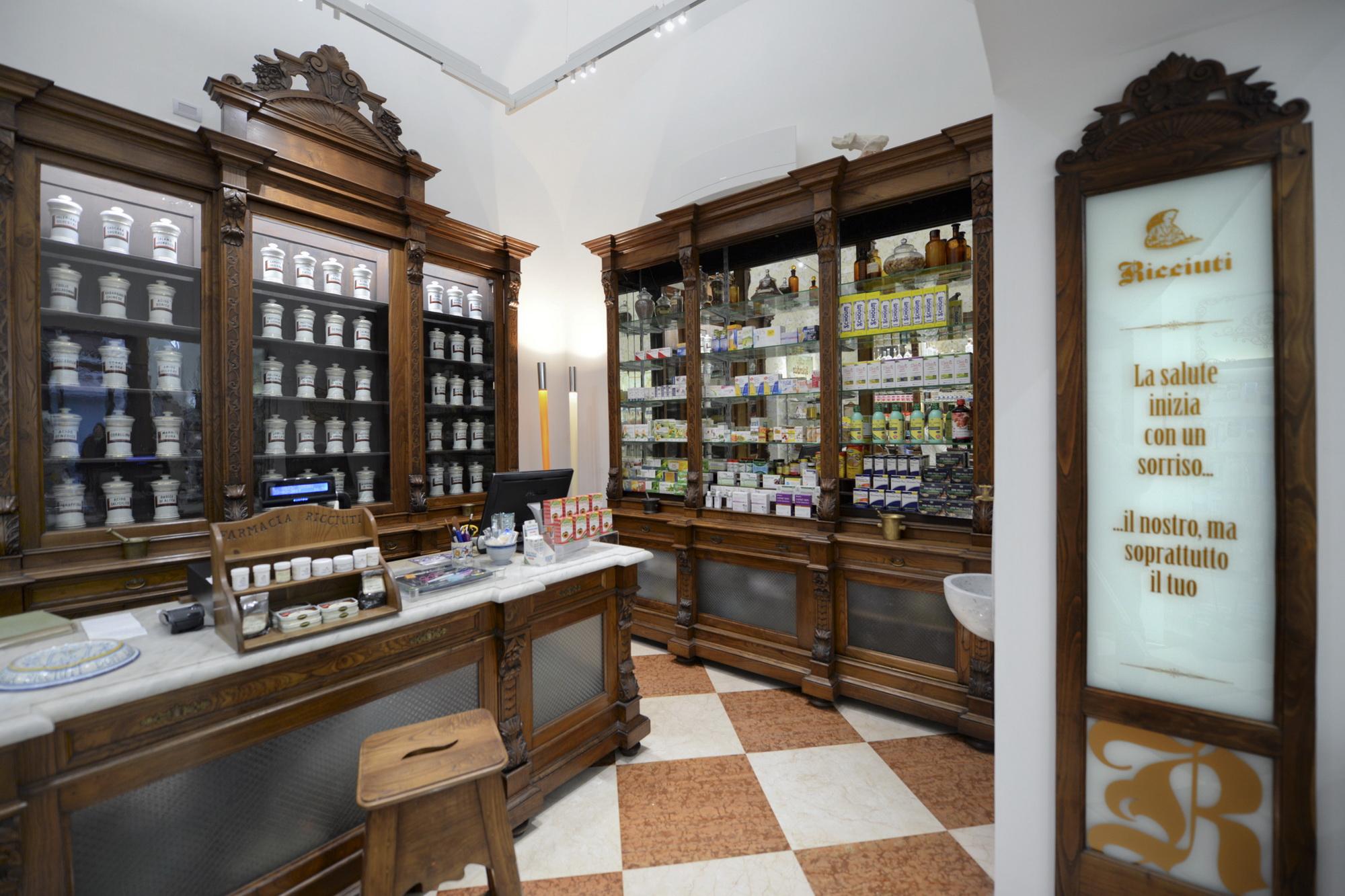 Antica farmacia con Laboratorio dal 1895