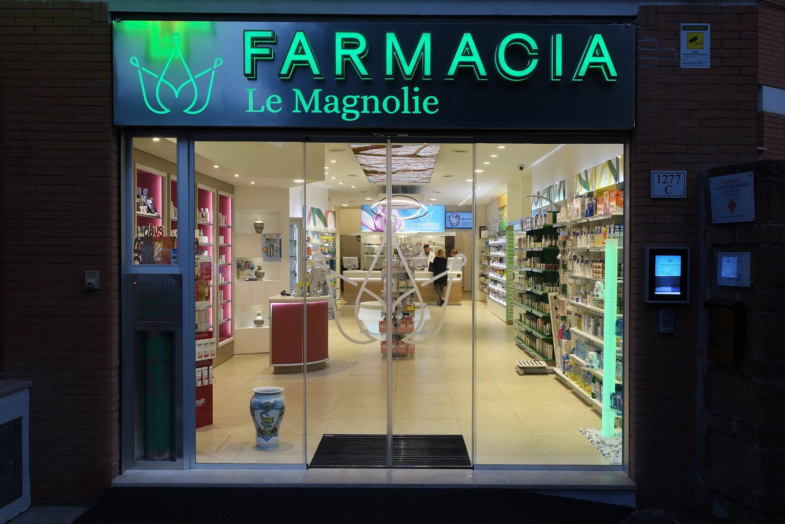 Rinnovo vetrine farmacia Roma
