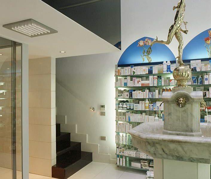 Arredamento farmacia Petrone Napoli